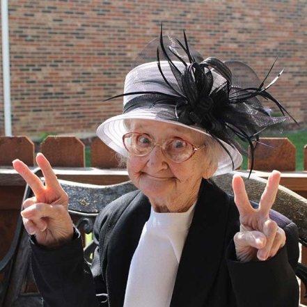 знаменитая Бетти Симпсон (бабуля инстаграма, позитивная и жизнерадостная до последних минут жизни)