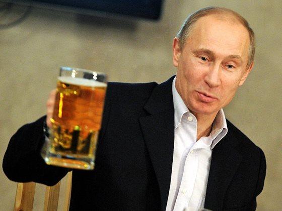 Путин разрешил вернуть рекламу пива на стадионы