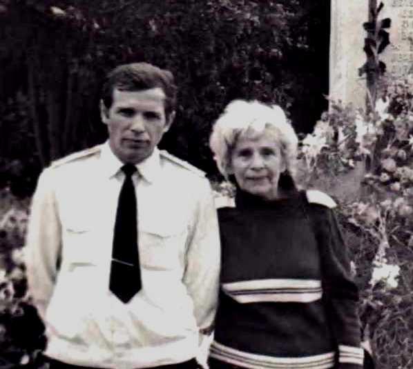 С мамой на Ораниенбаумском плацдарме