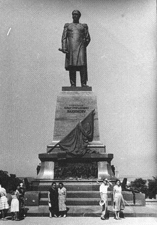 Памятник Нахимову (с зюйд-оста)