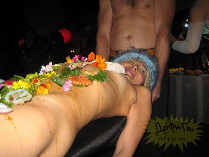 Фото голай девушки 11 фотография