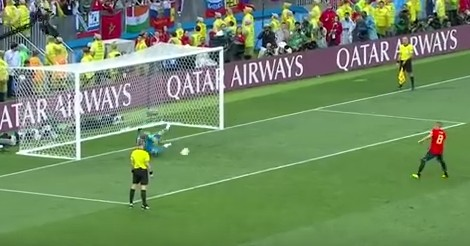 Акинфеев отбивает решающий удар в матче с Испанией