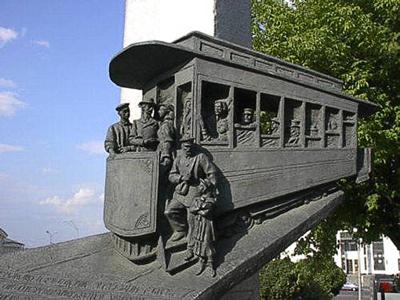 Памятник первому в Российской империи электрическому   трамваю, Киев, Владимирский спуск.