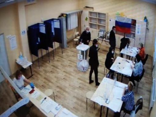 С кабинок для голосования сняли шторки