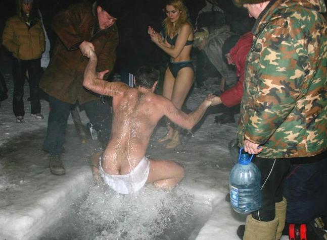 foto-s-kreshenskogo-kupaniya-golie